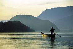 Am Wolfgangsee lohnt es sich, früh aufzustehen und die Morgenstimmung zu genießen. Austria, Mountains, Nature, Travel, Road Trip Destinations, Environment, Round Round, Vacation, Naturaleza