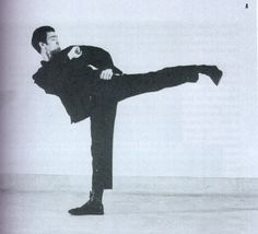 photo sene bruce lee -pascal Wing Chun, Bruce Lee, Larry, Martial Arts, Masters, Wings, Asian, Master's Degree, Combat Sport