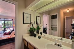With so much counter space in the bathroom the possibilities are endless. #SanAntonioApartments #FifthAvenueApts