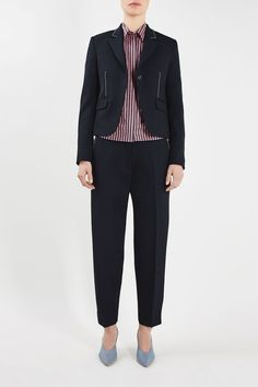 This season's Hutton Shrunken Blazer is tailored in a feminine slim fit. Featuring flap pockets, a visible white stitching along the side seams and lapel add a spring/summer contrast against the navy wool.