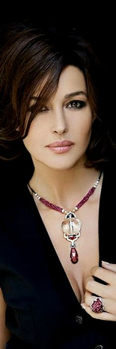 Monica Belluci in Cartier