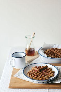 overnight oat waffles with lemon zest poppy seeds + pomegranate hOney - gluten free & dairy free Waffle Recipes, Brunch Recipes, Sweet Recipes, Breakfast Recipes, Oats Recipes, Granola, Muesli, Crepes, Smoothies