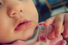 Cat de bine le e bebelusilor in sistemul de purtare? Locul bebeluşului este în braţele mamei până la vârsta la care se desprinde singur.
