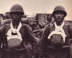 Japanese soldiers in #China, late 1930s, carrying ashes of fallen comrades in boxes.