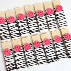 Kate Spade inspired wafer cookies are for a bridal shower! Wedding Day Cake Bridal Shower For 2019 Not the pink flower Chocolate Covered Treats, Chocolate Cookies, Chocolate Dipped Oreos, Wafer Cookies, Candy Table, Party Treats, Cute Food, Baby Birthday, Dessert Buffet