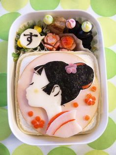 日本人のごはん/お弁当 Japanese meals/Bento. 丸いハムがお洒落ですネ♫(^ω^) This is really cool...almost too cool to et....but I will eat any and all rice! Kimono Girl Koume-chan Character Bento Box (Kyaraben in Japanese)|小梅ちゃんキャラ弁