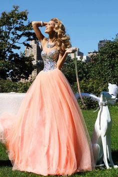 Vestido à princesa! nem sei que gosto mais se da parte de cima se da saia!