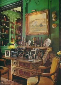 Green rooms filled with collections of photos and objets d'art. Via The Peak of Chic®.
