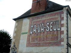 Les murs peints s'affichent: octobre 2012 French Road Signs, Art Café, Saint Romain, Commercial Signs, Routes, Old Commercials, Old Signs, Land Art, Painted Signs