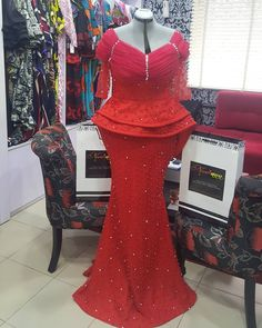 Top bridesmaids style 2019 - Reny styles Top bridesmaids style It's addition bells division guys and we are admiring every distinct bridesmaid's dress we accept made. Nigerian Lace Styles, African Lace Styles, African Lace Dresses, African Dresses For Women, African Attire, African Wear, African Fashion Ankara, Latest African Fashion Dresses, African Print Fashion