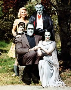 The Munsters - - The Munsters first came on TV in 1964 and ran concurrently with The Addams Family. The Munsters were also fun to watch because they were just as strange and weird as the Addams family! The Munsters, Munsters Tv Show, Photo Vintage, Vintage Tv, Movies And Series, Movies And Tv Shows, Cult Movies, La Familia Munster, Munster Family