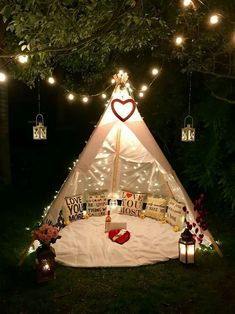 6 Steps To Having The Blanket Fort Movie Night Of Your Dreams Romantic Date Night Ideas, Romantic Surprise, Romantic Dates, Decoration Birthday Party, Bridal Shower Decorations, Romantic Picnics, Romantic Dinners, Romantic Dinner Setting, Valentine's Home Decoration
