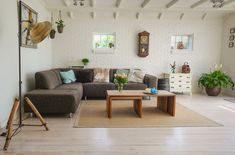 Chcete dosáhnout toho, aby prostor vašeho bytu vypadal více starosvětsky, a chcete napříkladpřepracovat obývací pokoj v retro stylu?