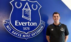 Michael Keane don wakka enter Everton as e no wan warm bench for Man United. Na why e choose Everton over Manchester return Transfer Rumours, Goodison Park, Everton Fc, Burnley, Old Trafford, 24 Years Old, Man United, Sandro, Manchester United