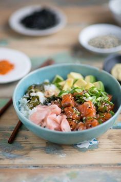 Easy salmon poke that tastes like sushi in a bowl Raw Food Recipes, Seafood Recipes, Asian Recipes, Healthy Recipes, Ethnic Recipes, Dip Recipes, Healthy Food, Japanese Recipes, Japanese Food