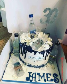 50 Most Beautiful looking Vodka Cake Design that you can make or get it made on the coming birthday. Alcohol Birthday Cake, 50th Birthday Cakes For Men, Beautiful Birthday Cakes, Adult Birthday Cakes, Birthday Ideas, Cake Design For Men, Cool Cake Designs, Hennesy Cake, Martini Cake