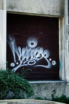 "Neat tagging style  ""fat cap + vary distance between wall and can = flare"" from reddit/r/graffiti"