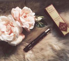 1940 años de fragancia! Este decenio es uno de nuestros más populares y es un aroma floral y ámbar que adoramos! Cuál es tu favorita de la colección?