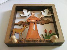 Cabideiro São Francisco de Assis em 3D Francis Of Assisi, St Francis, Catholic, Carving, Scroll Saw, Frame, San Francisco, Home Decor, Diy And Crafts