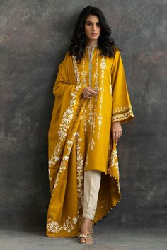 Holi The Festivals Of Color So Here Bringing You Some Fun Outfit For This Colorful Festival Full Of Fun :- AwesomeLifestyleFashion Pakistani Fashion Party Wear, Pakistani Dresses Casual, Pakistani Dress Design, Pakistani Clothing, Dress Indian Style, Indian Dresses, Indian Outfits, Abaya Style, Indian Attire