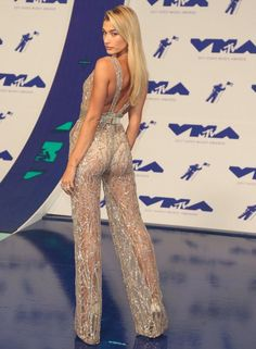 "Hailey Baldwin in a silver sheer Zuhair Murad jumpsuit and Jimmy Choo ""Pearl"" platform sandals. Hot Pants, Outing Outfit, Sexy Outfits, Fashion Outfits, Hailey Baldwin Style, Girl Fashion, Fashion Show, Bollywood, Red Carpet Fashion"
