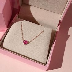 Latest Jewelry Collection of Stunning & Dazzling Pendants at Diamond District Block. Dainty Jewelry, Cute Jewelry, Jewelry Box, Jewelry Accessories, Accesorios Casual, Pink Aesthetic, Piercings, Arrow Necklace, Bling
