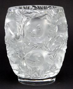 vase Blown Glass Art, Art Of Glass, Art Deco Glass, Glass Vase, Crystal Glassware, Waterford Crystal, Urn Vase, Vases, Chandeliers