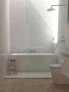 Trendy bathroom shower over bath tubs Ideas Bathtub Shower Combo, Shower Over Bath, Tub And Shower, Freestanding Tub With Shower, White Shower, Shower Floor, Upstairs Bathrooms, Laundry In Bathroom, Bathroom Tiling