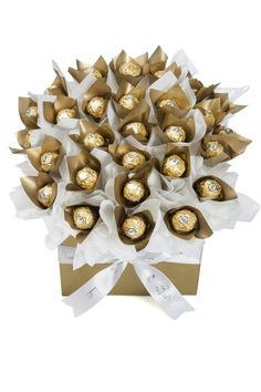 Egyptian Party : Favors : A beautiful but simple chocolate bouquet using gold Ferrero Rocher : Lollypotz - Gold Delights Favor Centerpiece Ferrero Rocher Bouquet, Ferrero Rocher Chocolates, Edible Centerpieces, Edible Arrangements, Regalos Mujer Ideas, Chocolate Flowers Bouquet, Sweet Trees, Edible Crafts, Chocolate Gifts