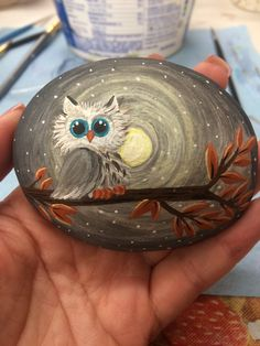 Hand painted rock by Amy K. Painted Rocks Owls, Owl Rocks, Painted Rock Animals, Rock Painting Patterns, Rock Painting Ideas Easy, Rock Painting Designs, Pebble Painting, Pebble Art, Stone Painting