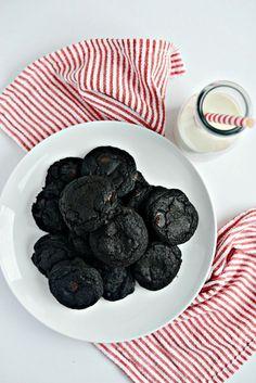 "Naughty ""coal"" cookies - the secret is black cocoa powder"