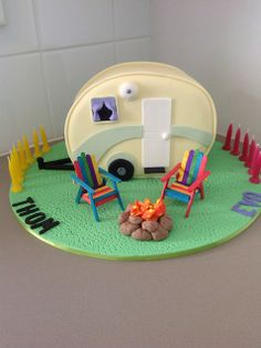 Caravan cake by Michelle Ward, via Flickr