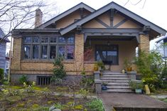 I am an enormous fan of the traditional Arts  & Crafts bungalow. You see a few of these around OKC, but this one's in Oregon it looks like.