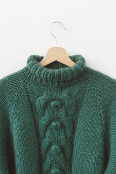 d7b7b853e1fb Pattern  how to make a sweater with cable bobble stitch featuring Piuma  yarn.