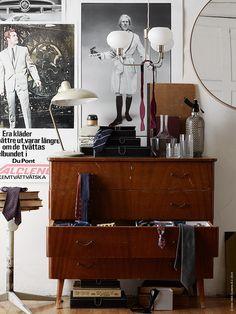 HYFS lådor ryms lätt i byrålådan och får ordning på slipsarna. FRASERA whiskyglas, HÄMTA karaff, RISSLA smålådor, ÄLGHULT taklampa, STOCKHOLM spegel.