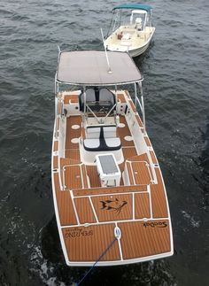 Here are some great shots of the team over at Spearing Magazine fishing on their SeaDeked Baykat The Baykat is fully decked out in Brown over Black Faux Teak SeaDek with custom graphics, a fish ruler and a anti-fatigue helm station pad.