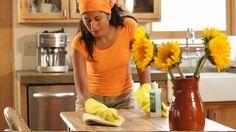 la donna pulisce il tavolo - Cerca con Google