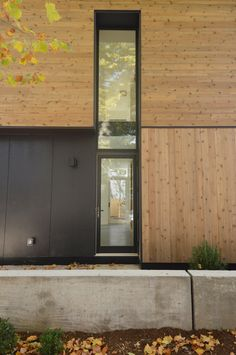 Created by Yale students as part of the storied Jim Vlock building program, this cedar-clad home in New Haven is meant to be a potential model for affordable housing. Yale Architecture, Residential Architecture, Amazing Architecture, Architecture Details, Cedar Homes, Student House, Affordable Housing, Building Design, Houses