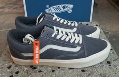 8557233b8 VANS VAULT VAULT OLD SKOOL LITE LX SUEDE GRAY PINSTRIPE MEN S SIZE 12 NEW   Vans  SkateShoes