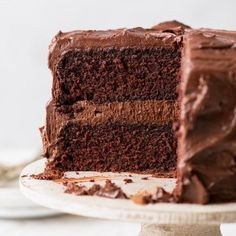 This gluten free chocolate cake, with its melt-in-the-mouth sponges and rich frosting, tastes like luxurious hot chocolate - in cake form. Gluten Free Vanilla Cake, Dairy Free Chocolate Cake, Flourless Chocolate Cakes, Decadent Chocolate, Gluten Free Cakes, Chocolate Desserts, Hot Chocolate, Chocolate Sponge, Drip Cake Recipes