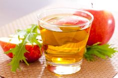 Apple cider vinegar is an excellent product to fight acne because it restores the pH of the skin allowing it to regenerate as before.