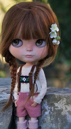 Tiroles Blythe doll