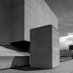 The National Theatre in London, an example of modernist and brutalist architecture by Deny's Lasdun