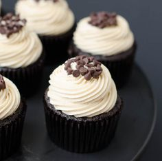 Mocha Chocolate Chip Espresso Cupcakes are delicious, rich chocolate cupcakes with a hint of coffee flavor. Cupcakes are extra moist thanks to mayonnaise added Cupcake Recipes, My Recipes, Cupcake Cakes, Dessert Recipes, Coffee Recipes, Just Desserts, Delicious Desserts, Yummy Food, Cake Merchant