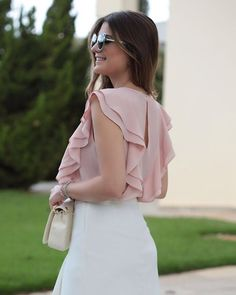 Beautiful soft pink ruffled top fashion in 2019 блузки, блуз Blouse Styles, Blouse Designs, Classy Outfits, Cute Outfits, Mode Hijab, Dress Patterns, Ideias Fashion, Fashion Dresses, Street Style