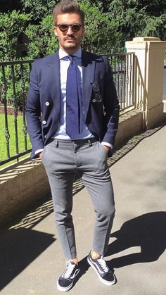Men fashion smart casual combinaton with navy blue blazer, grey pants, light blue shirt, navy blue tie and black sunglasses. Great spring-summer combination