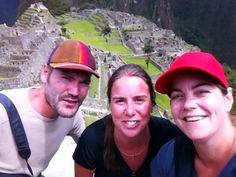 In 2012 zijn Annemieke, Andres  en ik een maand op reis geweest door Peru en Bolivia. Ik ben geen reisfanaat, ik word snel ziek en vind het ongemakkelijk MAAR het overweldigende gevoel op de Macchu Picchu was het allemaal waard! Ontroerd om zoveel moois. Een voorrecht om daar geweest te zijn!