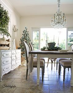 French country dining room for Christmas/shabbyfufublog.com