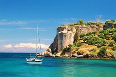 A Step-by-Step guide for Corfu Greece, a beautiful island that forms the northwest edge of Greece, one of the country`s cornerstones in tourism industry. Lonely Planet, Places To Travel, Places To See, Wonderful Places, Beautiful Places, Famous Places, New Travel, Greece Travel, Adventure Awaits