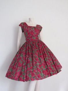 Round She Goes - Market Place - STUNNING 1950s Red and Green Floral Brushstroke Dress